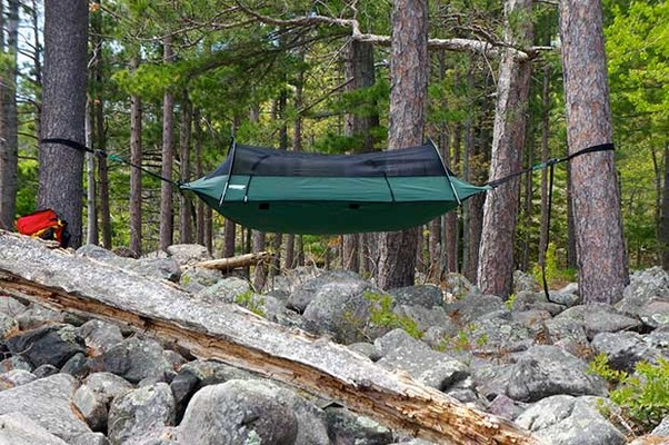but theres more to this bit of outdoor kit than meets the eye  what is the best all round camping and hiking hammock for preppers   rh   ukpreppersguide co uk
