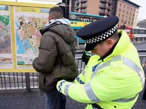 what weapons are legal in the uk stop and search